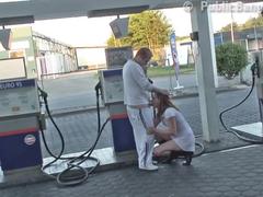 pagando a gasolina com sexo