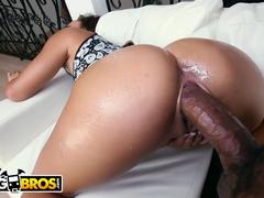 Porno negra rabuda gozando com enorme caralho fodendo sua buceta